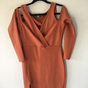 NEVER WORN! Boohoo rust Bodycon dress w cutouts💗